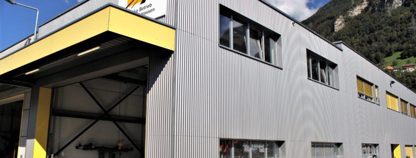 Profilblechfassade, Gewerbegebäude in Flüelen